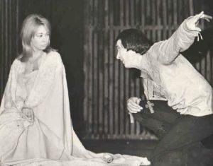 Hamlet, 1974, regia Dinu Cernescu https://www.cotidianul.ro/anda-caropol-o-cariera-sinonima-cu-scena-de-la-nottara/anda-caropol-si-stefan-iordache-in-hamlet-1964-regia-dinu-cernescu/