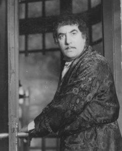 O SCRISOARE PIERDUTĂ de I. L. Caragiale, regia Liviu Ciulei Spectacolul a avut premiera în anul 1972 Toma Caragiu / Victor Rebengiuc (Tipătescu) Sursa foto: pagina de Facebook a Teatrului Bulandra