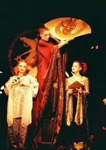 Maia Morgenstern, Andreea Bibiri si Alina Berzunteanu in Turandot, regia Catalina Buzoianu, arhiva Teatrului Bulandra