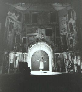 Valeria Seciu in Sa-i imbracam pe cei goi, decor si costume Andrei Both, regia Catalina Buzoianu, arhiva Teatrul Mic 1978