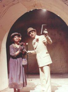 Valeria Seciu si Mitica Popescu in Sa-i imbracam pe cei goi, scenografia Andrei Both, regia Catalina Buzoianu, arhiva Teatrul Mic 1978