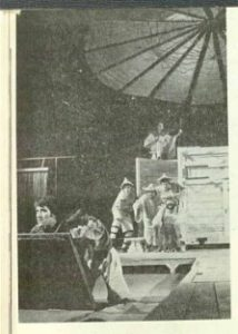 Ghicitor2 - imagine din spectacolul Povestea unui ghicitor, şi-a bogataşului furat, şi-a hoţului păgubitor, şi-a văduvei de lăudat, Teatrul Naţional 'Lucian Blaga' - Cluj-Napoca – 16.12.1973, sursa foto: Revista Teatrul, Nr. 1/1974, pp. 34-36