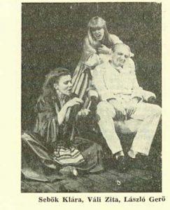 Nebuni – imagine din spectacolul Ezek a kepmutato bolondok (Aceşti nebuni făţarnici), Teatrul Maghiar de Stat- Cluj-Napoca, 16.05.1980, sursa foto: Revista Teatrul nr. 7,8/1980, pp. 127-129