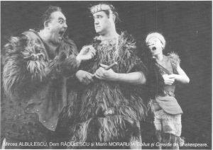 """Imagine din spectacolul Troilus și Cresida; Sursă foto: Andreea Dumitru, David Esrig: """"Arta noastră e o artă senzuală, a concretului..."""" în revista Teatrul azi nr. 4,5/2005"""
