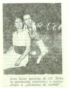 Arca – imagine din spectacolul Arca bunei speranţe, Teatrul Naţional 'Marin Sorescu' - Craiova – 17.09.1989, sursa foto: Revista Teatrul Nr. 10/1989, pp. 46-47