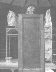 Povestea – imagine din spectacolul Povestea unui ghicitor, şi-a bogataşului furat, şi-a hoţului păgubitor, şi-a văduvei de lăudat, Teatrul Naţional 'Lucian Blaga' - Cluj-Napoca – 16.12.1973, sursa foto: Revista Teatrul azi, Nr. 1, 2/1999, p. 30