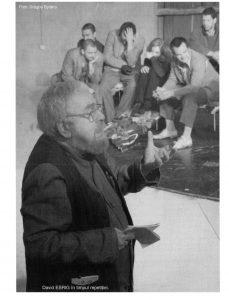 Imagine cu David Esrig din timpul repetițiilor; sursă foto: Andreea Dumitru, Sibiu - Festivalul Internaţional de Teatru. Godot regăsit. O repetiţie cu David Esrig în revista Teatrul azi nr. 7,8,9/2006