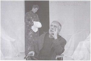 Csíky András în spectacolul Tragica poveste a doctorului Faust Sursă foto: Péter Demény, Privind fumul de pipă sau despre András Csiky în revista Teatrul azi 5,6,7/2009, p. 103. https://biblioteca-digitala.ro/?articol=61266-privind-fumul-de-pipa-sau-despre-andras-csiky
