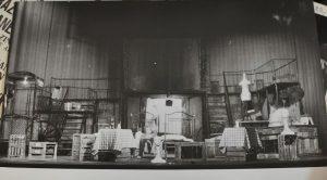 Decor, poza preluată de pe ilincaurmuzache.wixsite.com din arhivele Teatrului Mic
