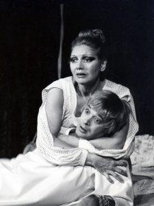 Infernalul mecanism de Jean Cocteau, regia Mihai Berechet, premiera: 28.11.1979, Teatrul Naţional 'Ion Luca Caragiale' - Bucureşti, sursa: https://www.tnb.ro/ro/carmen-stanescu