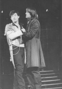 Ion Caramitru si Marcel Iureș in Hamlet, regia Alexandru Tocilescu, Teatrul Bulandra