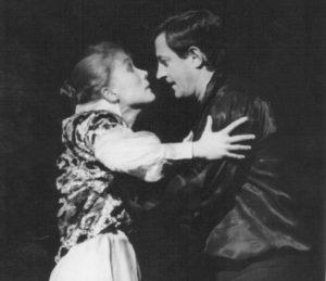 Ion Caramitru si Mariana Buruiana in Hamlet, regia Alexandru Tocilescu, Teatrul Bulandra-