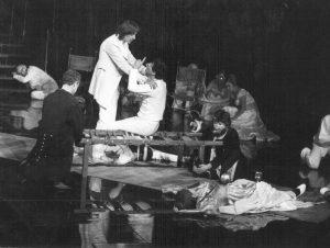 Marcel Iureș în Hamlet, regia Alexandru Tocilescu, Teatrul Bulandra
