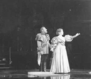 Scena din Hamlet, regia Alexandru Tocilescu, Teatrul Bulandra-